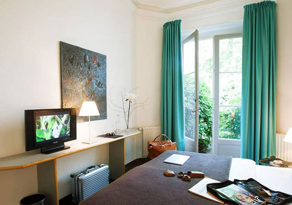 Double rooms in Aussen Alster Hotel, now with a 55 inch TV.