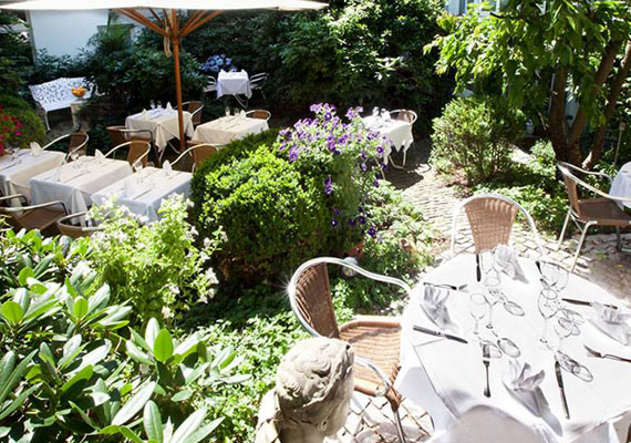 Lovely garden in Aussen Alster Hotel